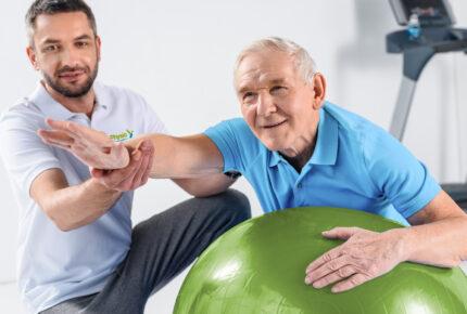 Physio Hassenpflug bei der Anwendung der Bobath-Therapie in Viersen