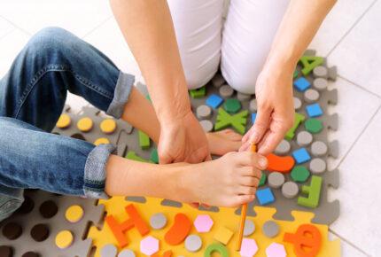 Physio Hassenpflug bei der Anwendung Sensorische Integration für Kinder in Viersen