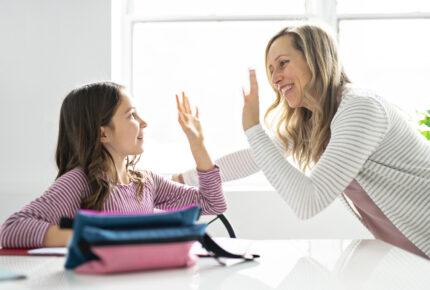 Physio Hassenpflug bei der Anwendung der Verhaltenstherapie für Kinder in Viersen
